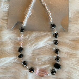 Jewelry - Black and pink bobble bead necklace